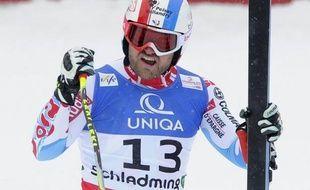 Le Français David Poisson s'est paré du bronze --le premier podium de sa carrière-- dans la descente des Mondiaux de ski alpin, derrière le Norvégien Aksel Lund Svindal et l'Italien Dominik Paris, samedi à Schladming.