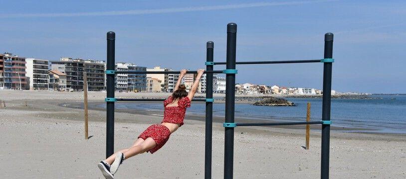 Une femme en train de faire du sport à Palavas-les-Flots, le 7 mai 2020.