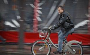 Paris le 27 janvier 2013. Illustration Velo velib dans les rues de Paris.