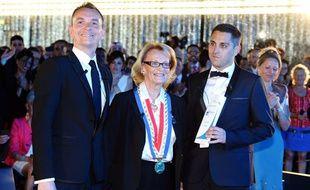 La maire de Montpellier, Hélène Mandroux, au milieu des deux premiers mariés homosexuels, Vincent Autin (à gauche) et Bruno Boileau (à droite), le 29 mai 2013.