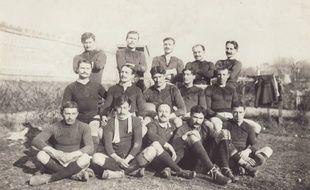 L'équipe du Stade Toulousain lors de la finale du championnat des Pyrénées, le 5 février 1911. Elle recevra Gloucester 23 jours plus tard.