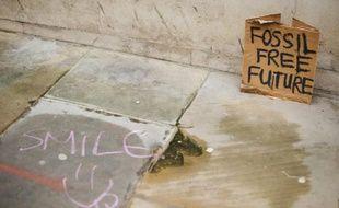 """Une pancarte où l'on peut lire """"Futur sans Fossile"""" le 3 mai 2012 à Londres"""