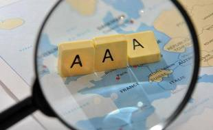 La notation financiere ou notation de la dette est l'appreciation, par une agence de notation financiere, du risque de solvabilite financiere dÍun etat. Les notations des instruments de financement vont de AAA (triple A): qualite de credit la plus elevee, a D: defaut de paiement constate ou imminent