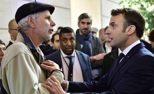 Pierre Coste et Emmanuel Macron, mardi, à Pau.