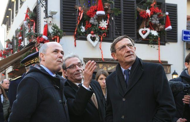 Strasbourg le 20 décembre 2016. Bruno Le Roux, Ministre de l'intérieur au marché de Noël de Strasbourg, en compagnie de Roland Ries et de Robert Herrmann.