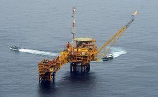 Le géant pétrolier français Total a annoncé lundi avoir découvert du pétrole pour la 2e fois dans le champ OML 102, situé à 65 kilomètres au large de la côte sud-est du Nigeria, premier producteur d'Afrique.