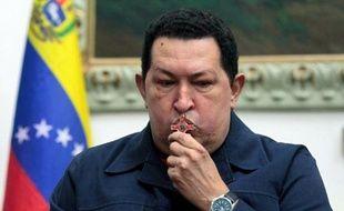 """Le président vénézuélien Hugo Chavez souffre de """"nouvelles complications"""" après la quatrième opération de son cancer le 11 décembre dans un hôpital de La Havane, a annoncé dimanche le vice-président Nicolas Maduro."""