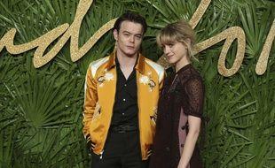 Natalia Dyer et Charlie Heaton aux Fashion Awards à Londres le 4 décembre 2017.