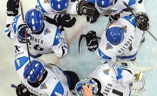 Les Finlandais, tenants du titre et co-organisateurs du Mondial-2012 de hockey sur glace, retrouveront, comme en 2011, les Russes samedi dans des demi-finales 100% européennes avec, dans l'autre rencontre, un choc fratricide entre Tchèques et Slovaques