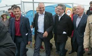L'ancien ministre des Finances grec, Yannis Varoufakis (2ème G), le président du Front de Gauche, Jean-Luc Mélenchon (2ème D), l'ancien coprésident du parti allemand Die Linke, Oskar Lafontaine (D) et Stephano Fassina du parti démocrate italien (G), à la Fête de l'Huma, le 12 septembre 2015