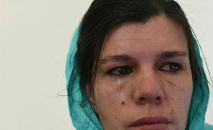 """Frozan, jeune Afghane à la tête de l'orphelinat """"Fenêtres d'espoir"""", pleure lors d'une interview à l'AFP le 8 décembre 2014 dans son établissement à Kaboul"""
