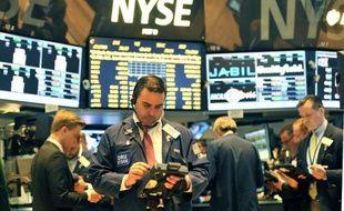 L'indice composite des indicateurs économiques américains a légèrement augmenté en juillet après s'être stabilisé au mois précédent, a indiqué le Conference Board jeudi.