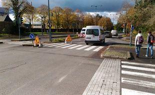 Des plots ont été installés sur les lieux de l'accident qui a coûté la vie à une cycliste boulevard de Rochester, à Rennes.