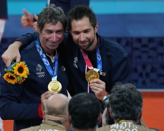 Les Tillie père et fils après le sacre olympique à Tokyo.
