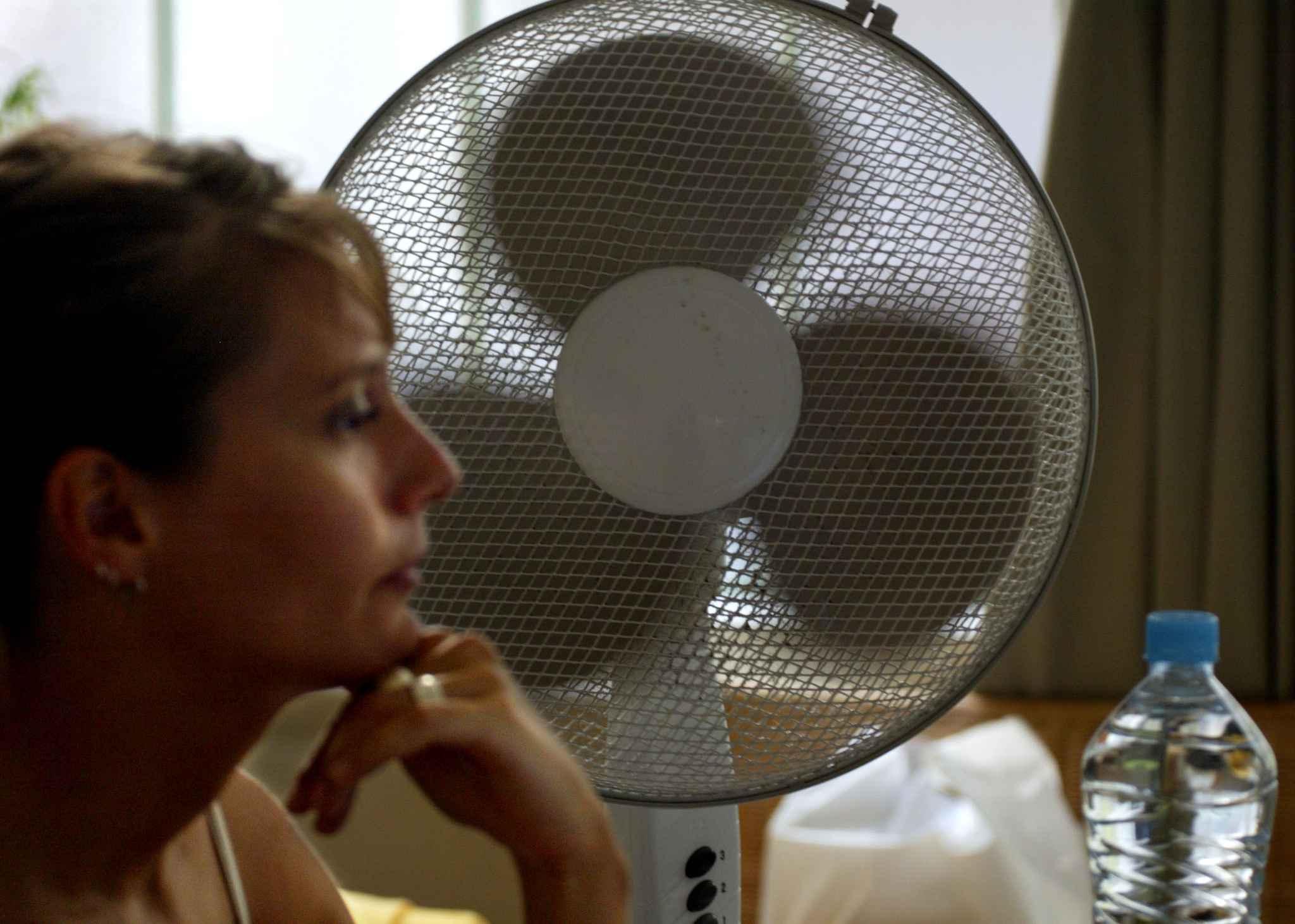heurts de bureaux comment viter que la climatisation ne jette un froid. Black Bedroom Furniture Sets. Home Design Ideas