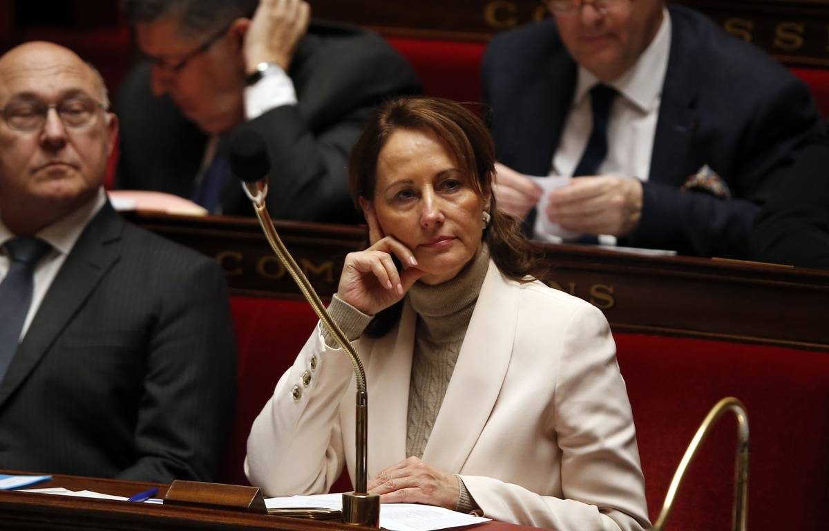 French minister for Ecology, Sustainable Development and Energy Segolene Royal attends a session of questions to the government at the French National Assembly on February 2, 2016 in Paris. AFP PHOTO / PATRICK KOVARIK – AFP