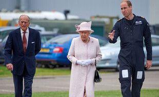 De gauche à droite: le prince Philip, duc d'Edimbourg, la reine d'Angleterre, Elizabeth II, et le prince William, duc de Cambridge