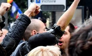 Antoine Boudinet a perdu sa main lors d'une manifestation après avoir reçu une grenade GLI-F4, remplacée depuis par les grenades GM2L dans l'arsenal des forces de l'ordre.