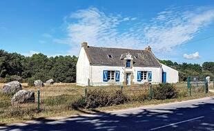 La maison aux menhirs de Carnac est située au beau milieu des alignements de pierres.