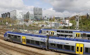 Un train TER entre en gare de Lille Flandres