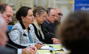 La ministre française de l'Ecologie, du Développement durable et de l'Energie Ségolène Royal tient une réunion à Paris le 4 novembre 2014 avec tous les acteurs concernés par le projet de barrage de Sivens, dans le Tarn