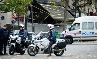 Forces de l'ordre devant le Bataclan le 16 novembre 2015 à Paris