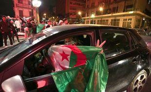 Scène de liesse à Alger le 11 mars 2019 après l'annonce du président Bouteflika qui renonce à briguer un cinquième mandat.