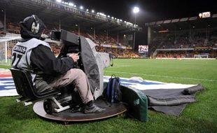 Un caméraman de Canal+, au stade Bollaert de Lens, le 1er mars 2008