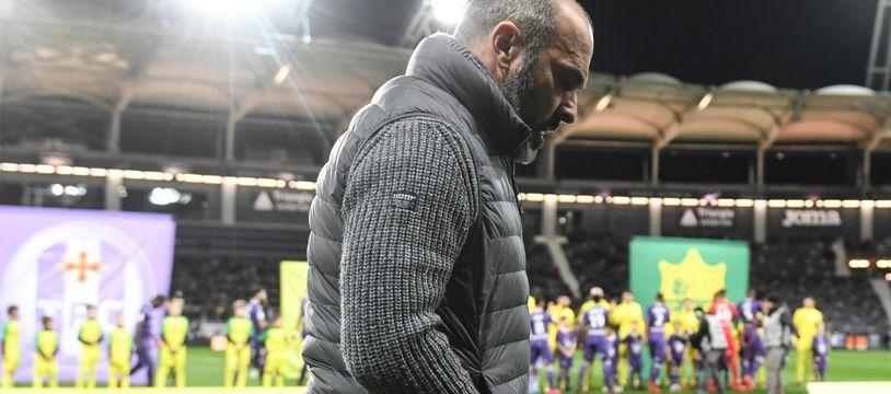 Pascal Dupraz, l'entraîneur du TFC, avant le coup d'envoi du match de Ligue 1 contre le FC Nantes, le 17 janvier 2018 au Stadium de Toulouse.
