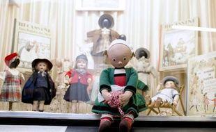 Une exposition dédiée à Bécassine au Musée de la poupée à Paris le 2 février 2015, à l'occasion du 110e anniversaire de la petite bonne bretonne créée par Emile-Joseph-Porphyre Pinchon