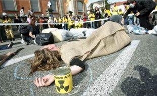 Les membres du réseau Sortir du nucléaire ont mené des actions symboliques, samedi.