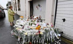 Des bouquets de fleurs ont été déposés sur le lieu de l'accident survenu le 9 juin à Lorient, où deux enfants ont été fauchés par une voiture.