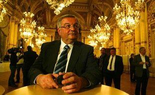 Michel Mercier (centre) au soir du second tour des cantonales, le 27 mars 2011, conserve sa majorité dans le Rhône.