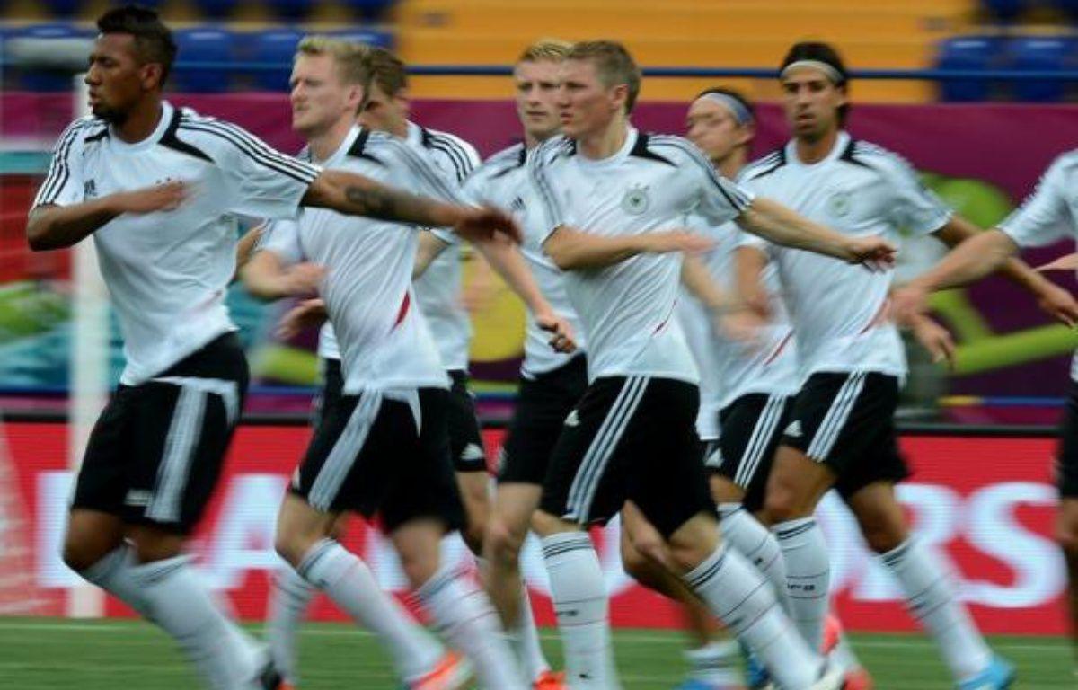 L'Allemagne pourrait valider son ticket pour les quarts de finale de l'Euro-2012, mercredi à Kharkiv (18h45 GMT), devant une équipe des Pays-Bas évoluant avec le couteau sous la gorge et pratiquement condamnée de l'emporter après sa défaite surprise en ouverture du groupe B – Patrick Hertzog afp.com