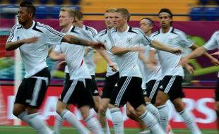 L'Allemagne pourrait valider son ticket pour les quarts de finale de l'Euro-2012, mercredi à Kharkiv (18h45 GMT), devant une équipe des Pays-Bas évoluant avec le couteau sous la gorge et pratiquement condamnée de l'emporter après sa défaite surprise en ouverture du groupe B