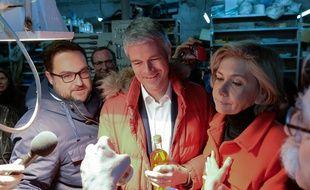 Le candidat LR à la législative partielle dans le Val d'Oise Antoine Savignat (à g.), avec Laurent Wauquiez et Valérie Pécresse, le 31 janvier 2018.
