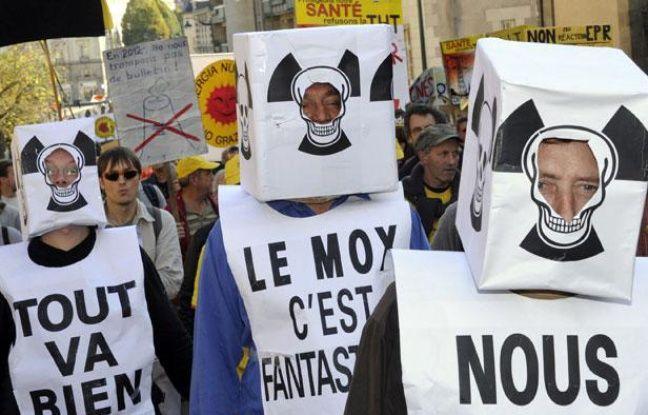 Des milliers de personnes participant à une manifestation antinucléaire, le 15 octobre à Rennes.