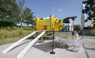La réplique taille réelle de la sonde lunaire chinoise CHANG'E 4, à la Cité de l'Espace de Toulouse.