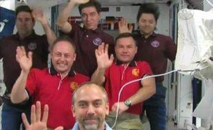 L'équipage de la Station Spatiale internationale (ISS), le 20 octobre 2008.