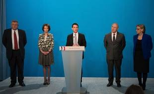 Manuel Valls entouré de ses ministres a précisé le plan d'économies de 50 milliards d'euros mercredi 16 avril 2014.