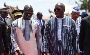 Les présidents du Liberia, George Weah (à gauche), et du Burkina Faso, Roch Marc Christian Kabore, à Ouagadougou le 13 septembre 2019.