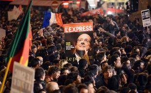 """L'élection de François Hollande président de la République est saluée lundi par la presse nationale et régionale pour qui cette victoire de la gauche en 2012 """"fait renaître 1981"""" et donne """"un nouveau parfum du 10 mai"""" tout en soulignant que """"le plus dur commence"""" pour le nouvel élu."""