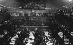 Photo d'archives du  26 décembre 1920 montrant les délégués de la SFIO  prenant part au congrès de Tours, qui a vu la naissance du PCF.
