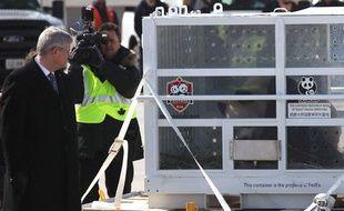 Deux pandas sont arrivés au Canada le 25 mars 2013, accueillis par le Premier ministre à Toronto.