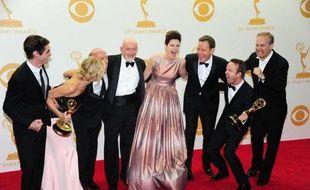 """La série """"Breaking Bad"""" a remporté dimanche soir à Los Angeles le prestigieux Emmy de la meilleure série dramatique, faisant trébucher """"House of Cards"""" qui espérait signer une première historique pour la télévision sur internet."""