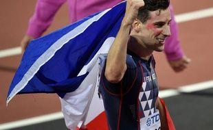 Pierre-Ambroise Bosse, rouge de joie après sa victoire en finale du 800m, aux Mondiaux de Londres,