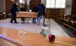 Un cercueil en Italie, à Seriate, le 26 mars 2020.