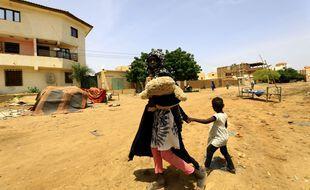 Une mère et son enfant à Khartoum le 8 septembre 2020.