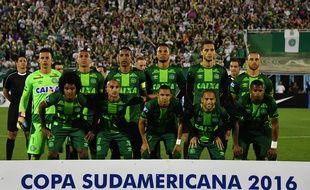 L'équipe de football brésilienne de Chapecoense alignée contre San Lorenzo en Copa Sulamericana, le 24 novembre 2016, à Chapeco.