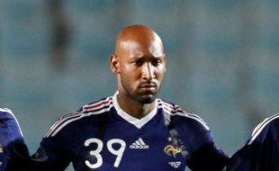 L'attaquant de l'équipe de France, Nicolas Anelka, lors de la Marseillaise précédant Tunisie - France, le 30 mai 2010 à Rades.